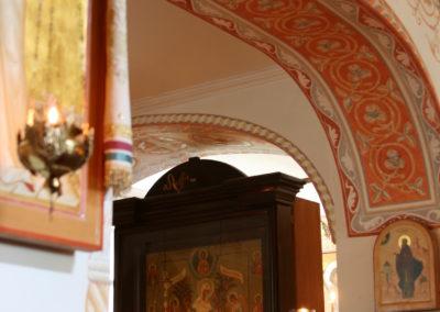 Pokrovan kirkko kaariornamentti